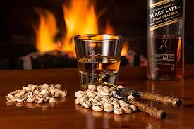 Vaso con whisky etiqueta negra